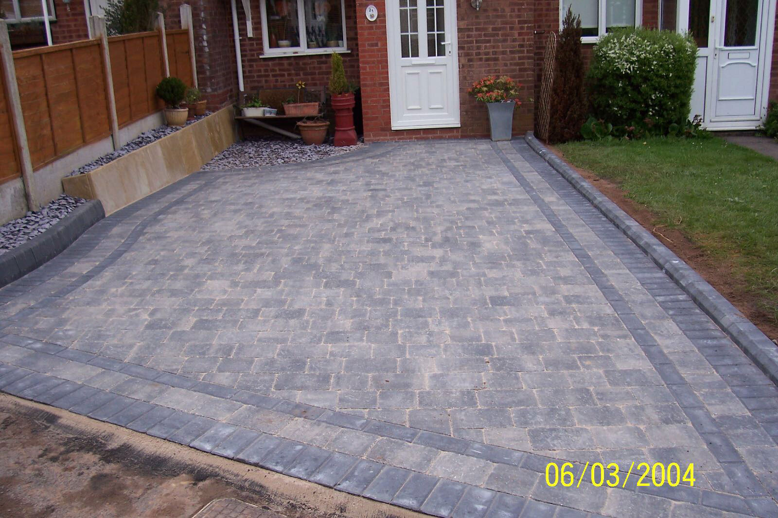 Red Granite Driveway : Driveways in west bromwich block paving